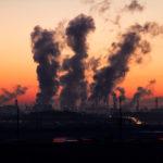 Смертность из-за COVID-19 связали с загрязненностью воздуха